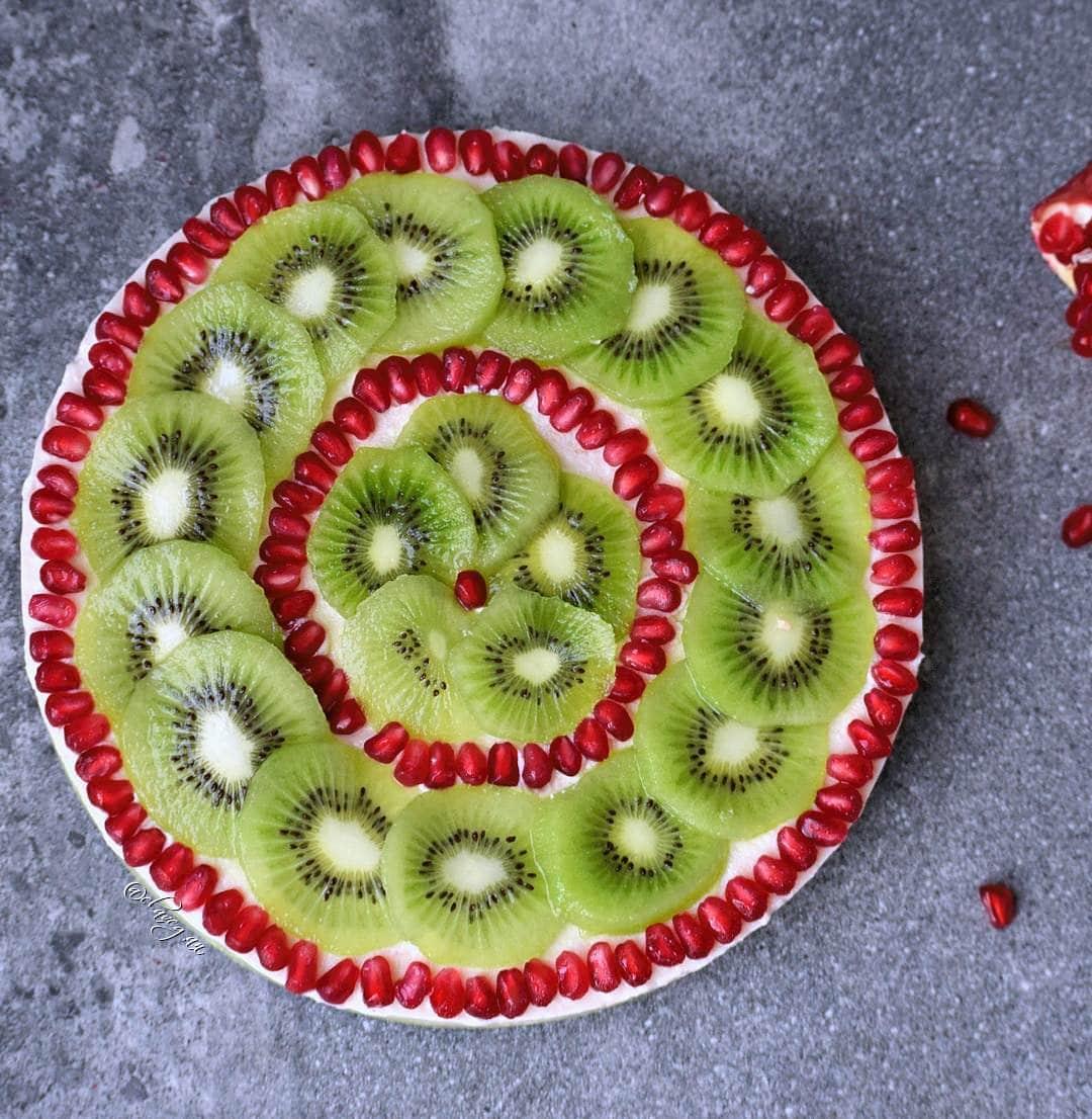 Cremiger Avocadokuchen (vegan, glutenfrei) mit Kiwi