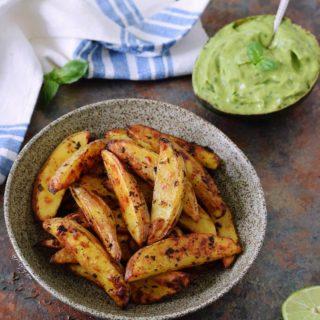 Kartoffelspalten aus dem Ofen mit Guacamole
