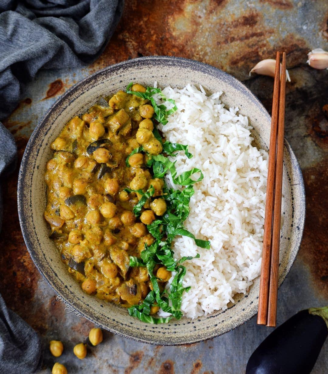 Kichererbsen Curry gesundes Rezept mit Auberginen und Reis, vegan