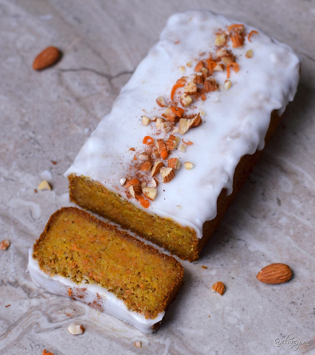 Karottenkuchen Rezept ohne Milch und ohne Ei - dieser Möhrenkuchen ist vegan, glutenfrei und zuckerfrei