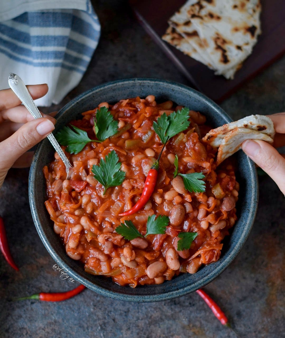 Chili sin carne, vegan und lecker mit Bohnen - das Rezept ist ohne Fleisch, fettarm, glutenfrei, einfach zu machen, perfekt zum Mittagessen oder Abendessen