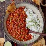 Chili sin carne, ein leckeres veganes Rezept mit Bohnen. Passt zu Reis und tortilla chips. Dieses Chili ist einfach zu machen, fettarm, gesund, geschmackvoll, pflanzlich und glutenfrei.