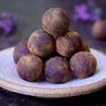 Energiekugeln in 5 Minuten. Das Rezept dieser bliss balls ist roh vegan, glutenfrei, fettarm, gesund. Energiebällchen mit einfachen Zutaten