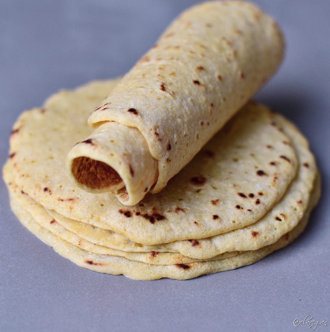 Tortillas Rezept mit 2 Zutaten. Diese glutenfreien Tortillas sind einfach und schnell zubereitet. Sie sind weizenfrei, maisfrei, vegan, getreidefrei, ölfrei, glutenfrei, proteinreich und perfekt für Tacos, Burritos usw. Mit Kichererbsenmehl und Tapioka