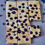 Ofenpfannkuchen sind eine super Alternative zu normalen Pfannkuchen. Dieses Rezept ist vegan, glutenfrei, milchfrei, eifrei, einfach zu machen, gesund, frei von raffiniertem Zucker und familienfreundlich