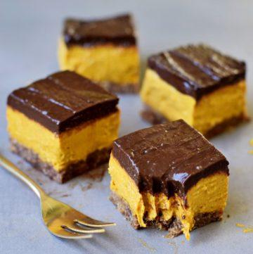 4 Stücke Kürbis-Schoko-Kuchen