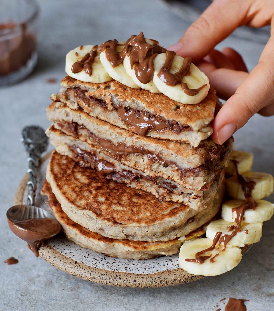 gefüllte pfannkuchen mit veganer schokoladencreme