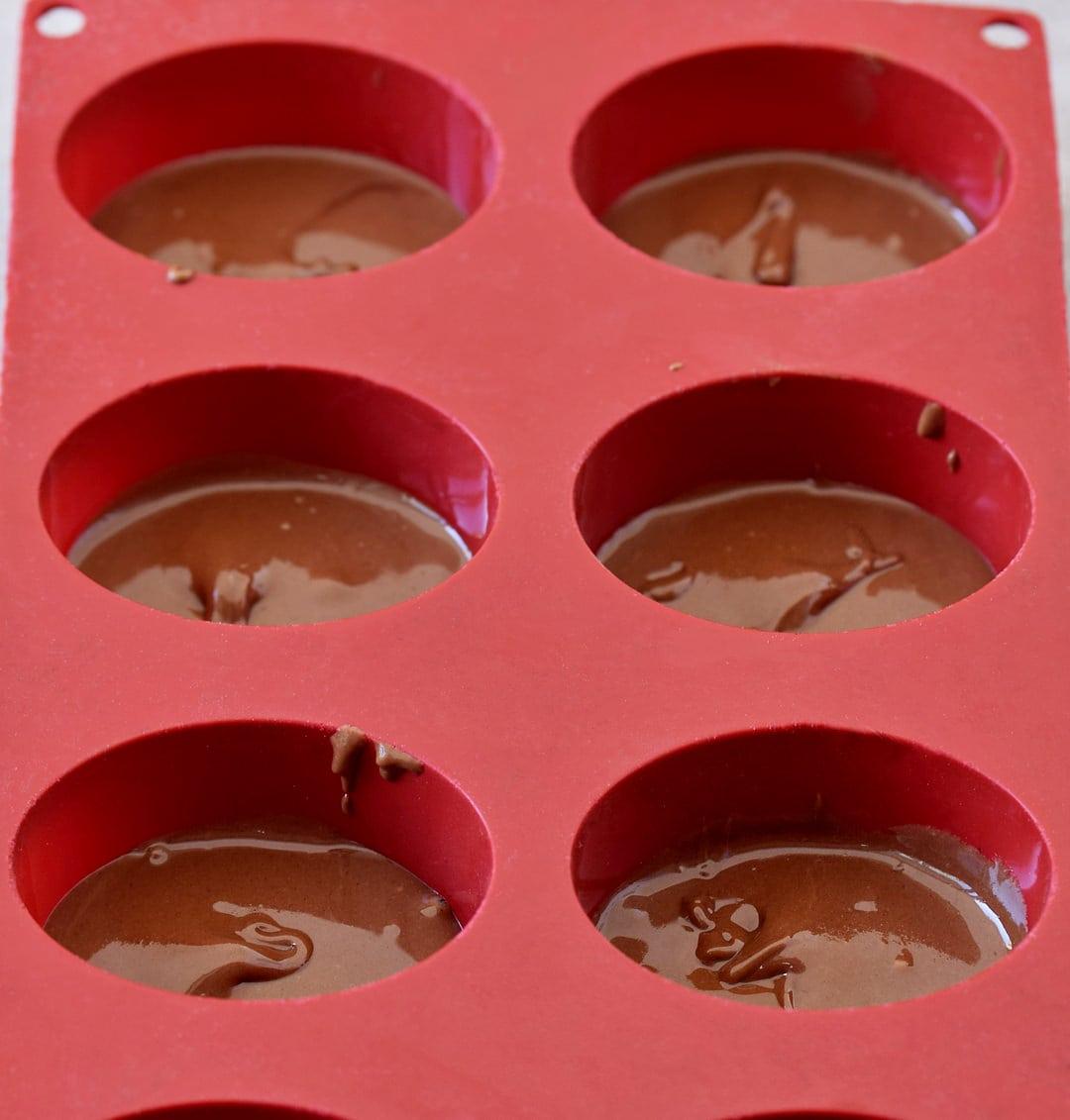 silikonform mit veganer schokoladencreme