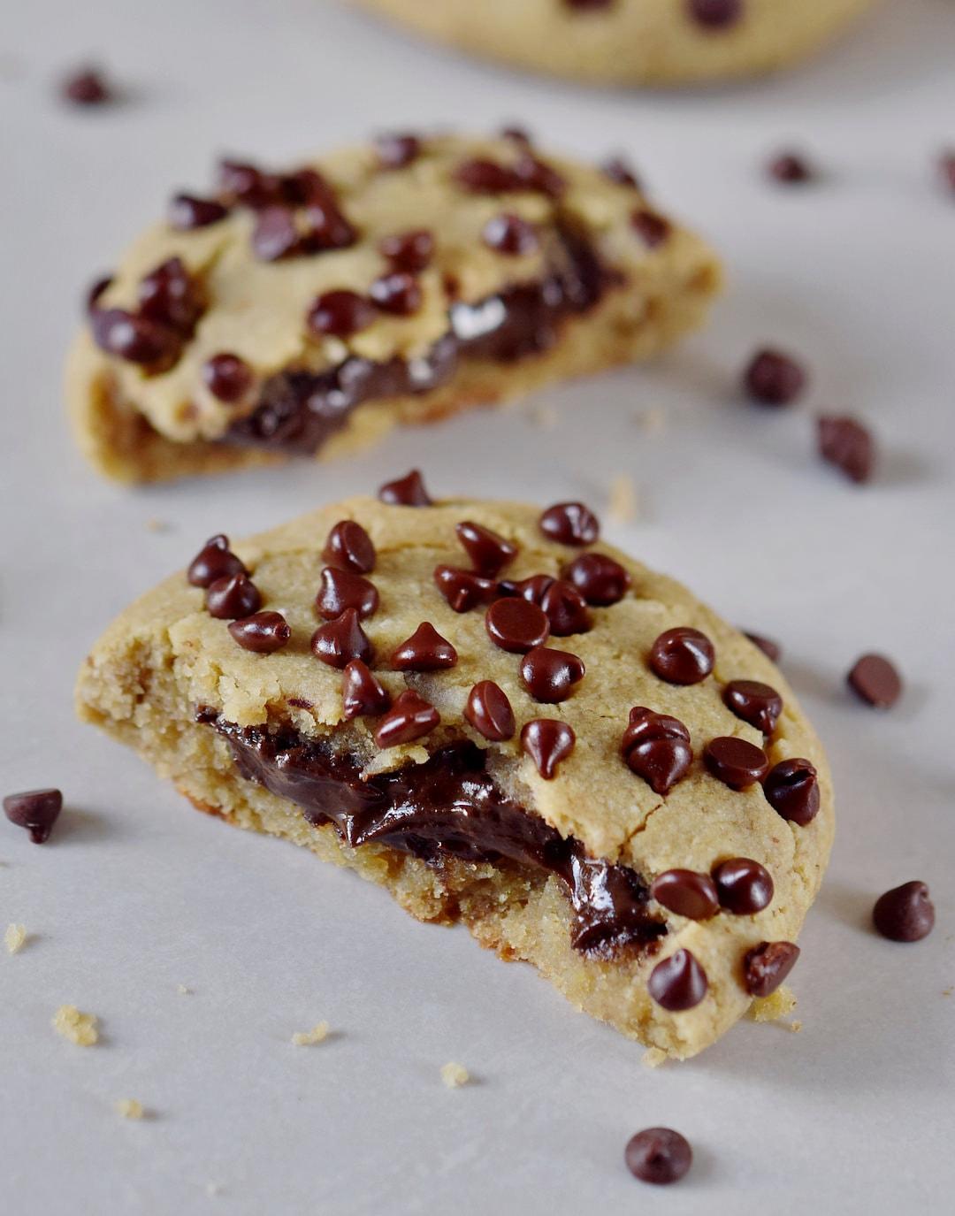 Gesunde Kekse mit Schokoladenfüllung (wie vegane Nutella) glutenfrei