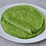 Sellbstgemachte Spinat Tortillas mit 3 Zutaten (Kichererbsenmehl, Tapiokamehl, Spinat). Das Rezept ist gesund, glutenfrei, vegan, weizenfrei, maisfrei, für Kinder geeignet und einfach. Perfekt für Wraps, Tacos, Burritos, Enchiladas, Quesadillas