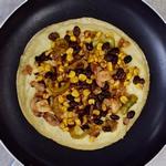 Glutenfreie Tortillas mit Käsesoße und Gemüse für vegane Quesadillas