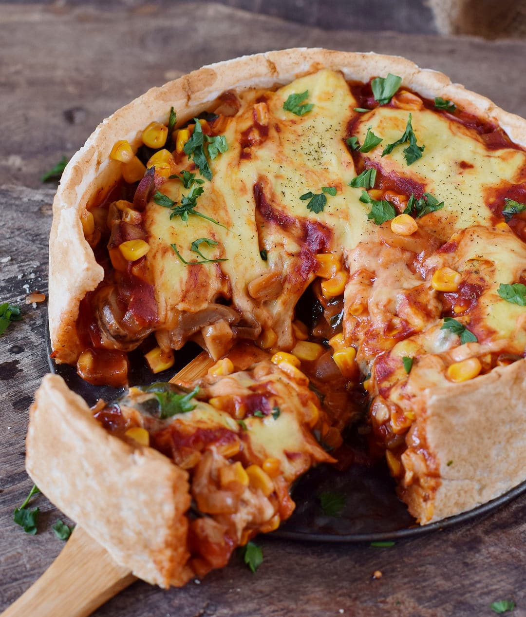 Glutenfreieer Pizzakuchen mit veganem Käse