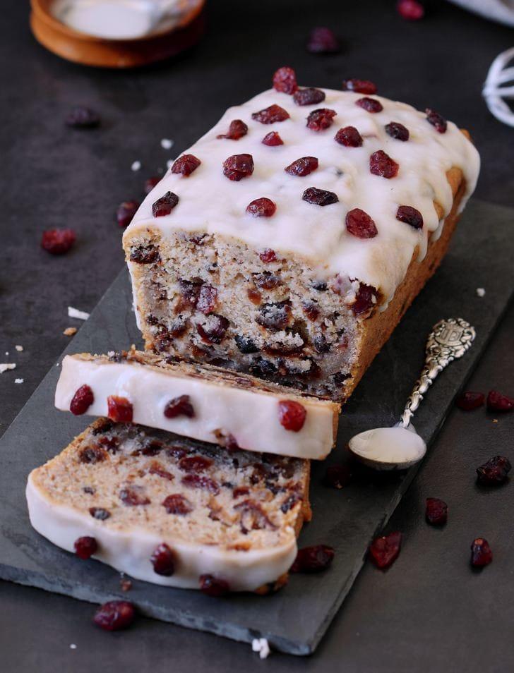 Cranberry Kuchen mit einer zuckerfreien Glasur geschnitten vegan glutenfrei Rezept ohne Öl