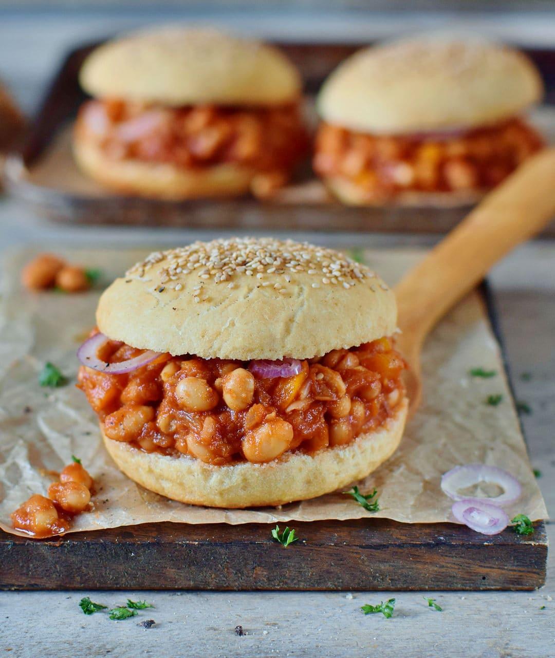 veganes sloppy joes rezept mit cannellini bohnen und glutenfreien burger brötchen