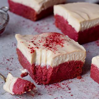 Glutenfreier Red Velvet Kuchen mit veganer Cashewcreme 320x320