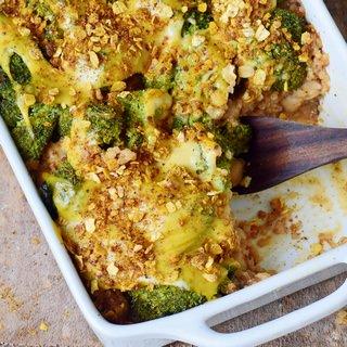 Brokkoli Auflauf mit Quinoa und veganem Käse
