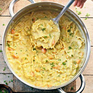 Cremige Nudelsuppe mit Cashews und weißen Bohnen vegan gesund glutenfrei proteinreich einfaches Rezept