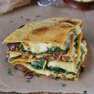 gesunde spinat quesadillas mit aubergine und veganem käse