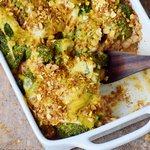 glutenfreier Brokkoli Auflauf mit Quinoa und veganer Käsesoße