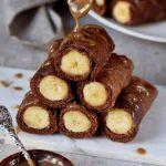 dünne vegane pfannkuchen mit schokolade und banane