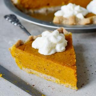 1 Stück pumpkin pie mit veganer Sahne