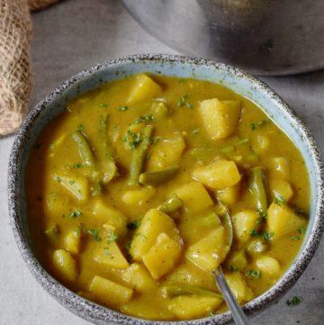 veganes Kartoffel Curry mit grünen Bohnen