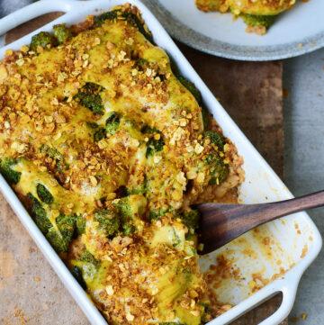 Brokkoli Quinoa Casserole in Auflaufform