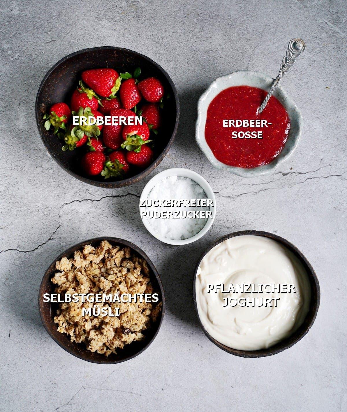 Zutaten für ein Schichtdessert in Gläsern mit Erdbeeren
