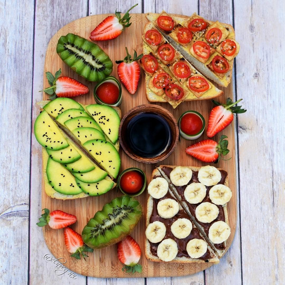 Healthy vegan breakfast ideas - three different toast recipes with avocado, tofu and tomatoes and vegan nutella with banana slices