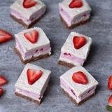 Strawberry coconut cheesecake bars vegan