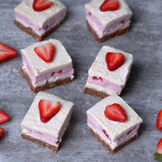 Strawberry coconut cheesecake bars | vegan