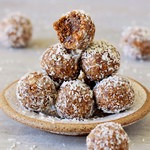 vegan bliss balls recipe with dates coconut sunflower seeds and mulberries