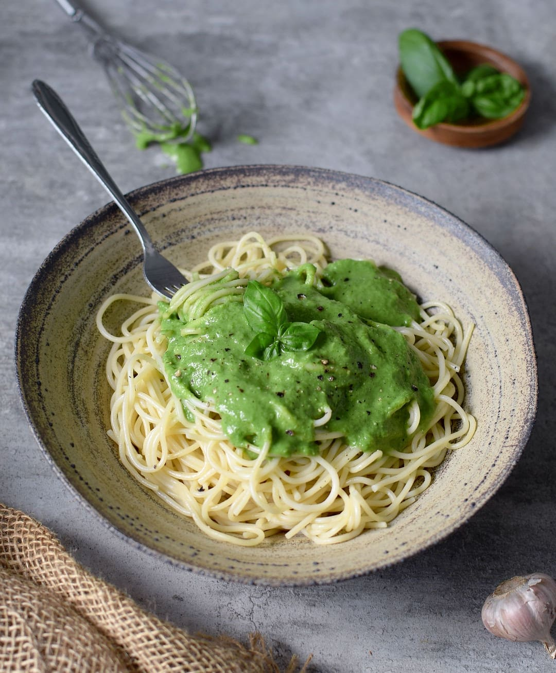 vegan spinach pasta sauce recipe - a creamy spinach basil sauce for spaghetti which is plantbased and gluten free