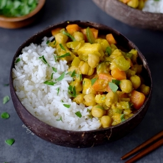 Veggie curry with pineapple | vegan + gluten free recipe