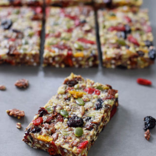 Healthy granola bars recipe. These muesli bars are chewy, soft and the perfect snack. My recipe is (raw) vegan, gluten free, refined sugar free, healthy and easy to make