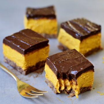 4 vegan pumpkin bars with a soft chocolate layer