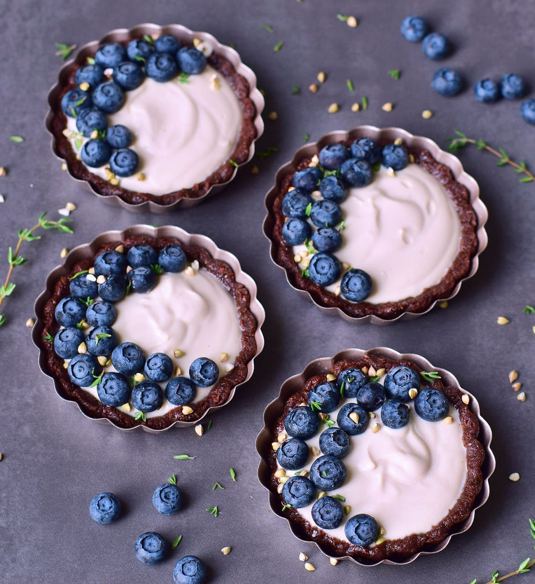Vegan cheesecake tarts, which are easy to make, gluten-free, refined sugar free, nut-free, and 100% plant-based. The recipe requires no baking. Creamy and delicious dessert which is ready in no time