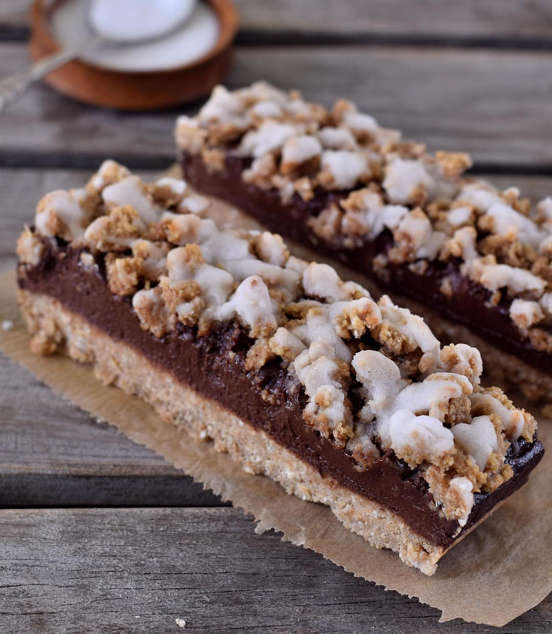 Chocolate oat breakfast crumble bars