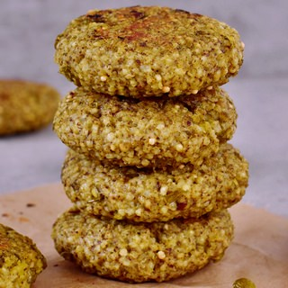 Millet fritters with a creamy sauce | vegan, healthy, gluten-free