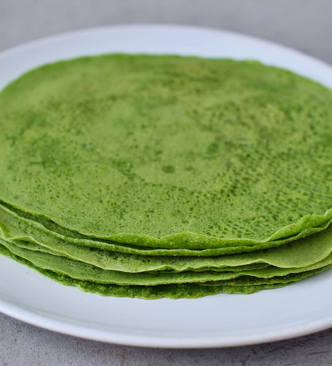 Homemade green spinach tortillas with 3 ingredients. The recipe is healthy, gluten-free, vegan, wheat-free, corn-free, great for kids, and easy to make. Perfect for wraps, tacos, burritos, enchiladas, quesadillas.