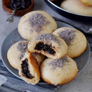Steamed yeast dumplings (German Dampfnudel) | vegan, gluten-free