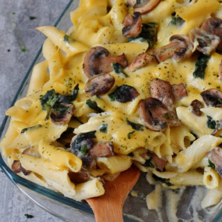 Easy Pasta bake with spinach, mushrooms and vegan cheese sauce