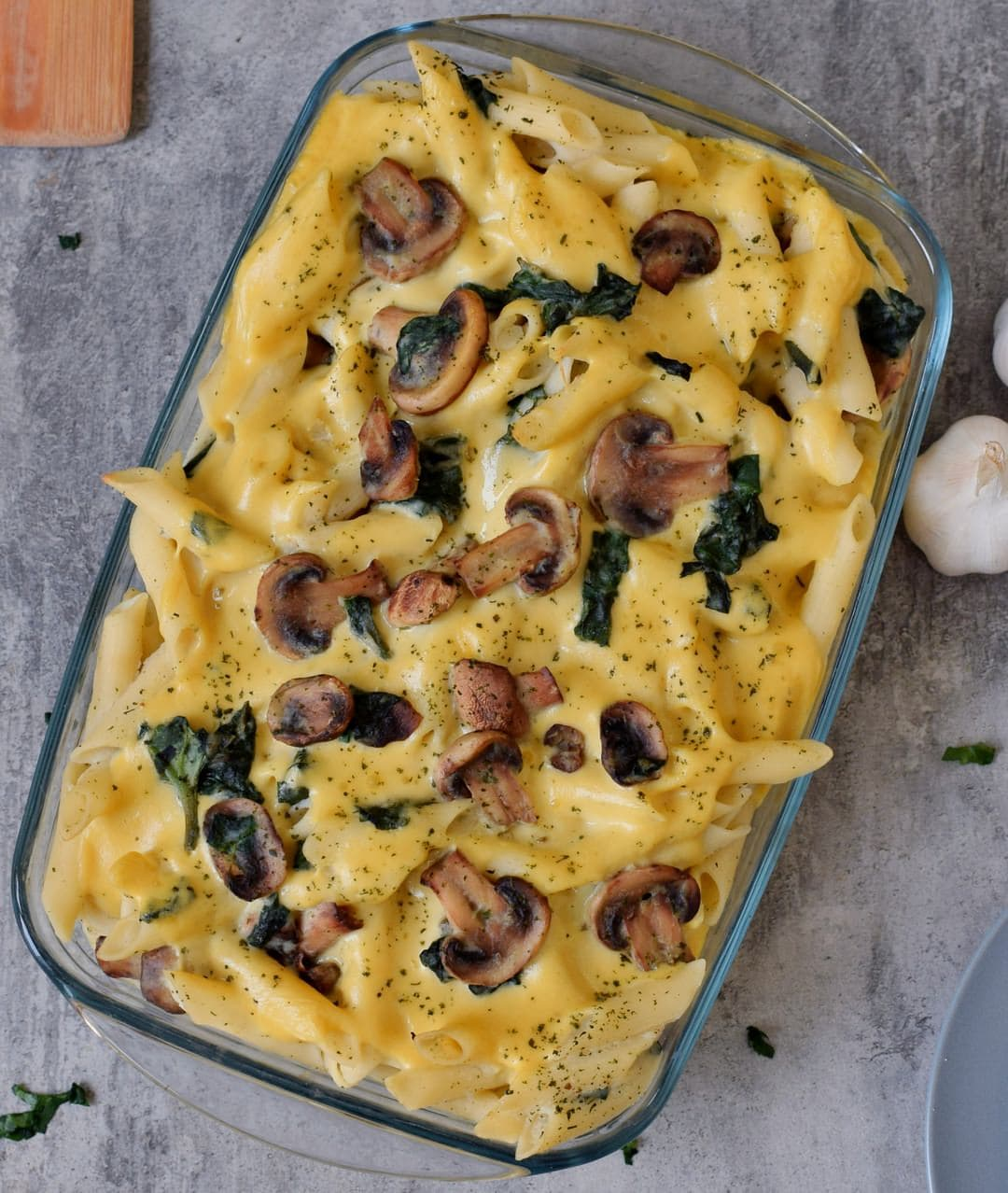Vegan pasta bake recipe with cauliflower, mushrooms and spinach. This plant-based dinner or lunch is gluten-free, healthy, low-fat, and easy to make. Recipe for vegan cheese sauce included.