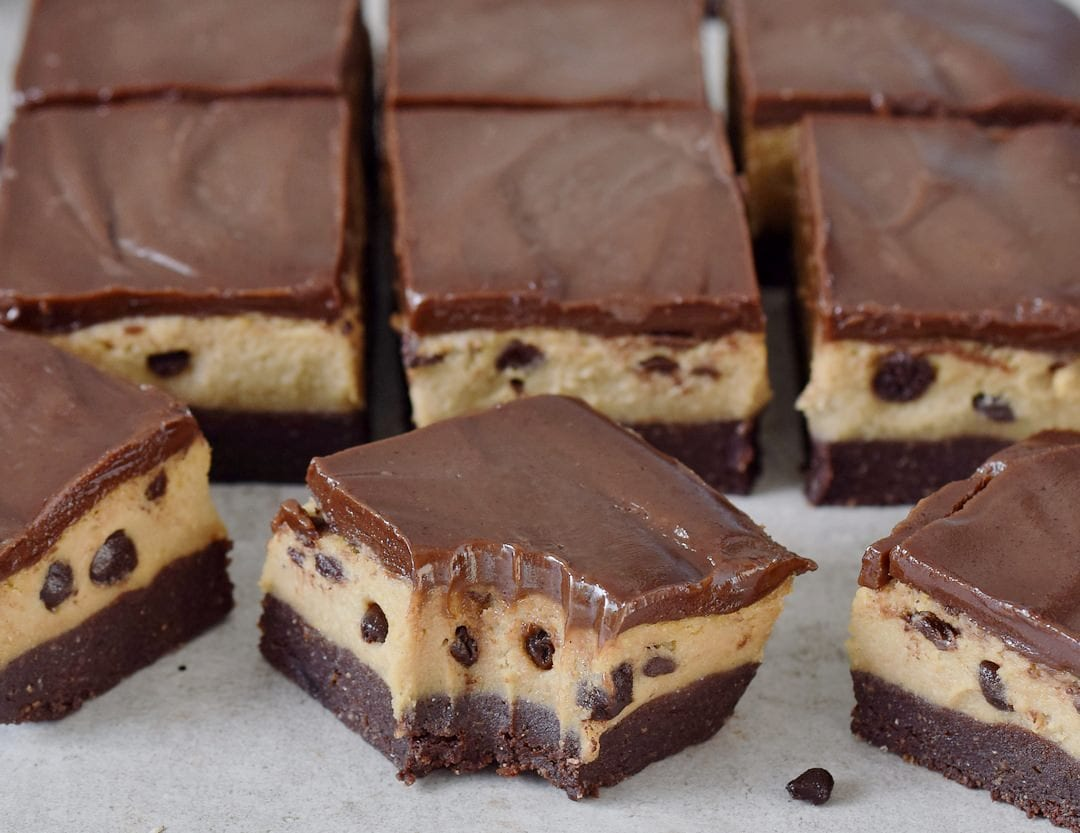 vegan no-bake cookie dough bars with chocolate chips close-up