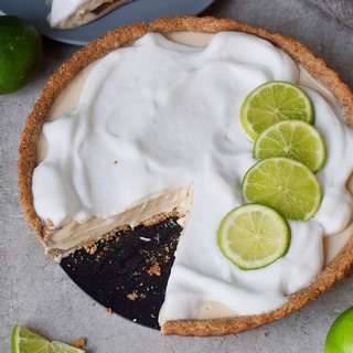 creamy pie with limes