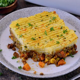 gluten-free healthy vegan shepherds pie on a plate