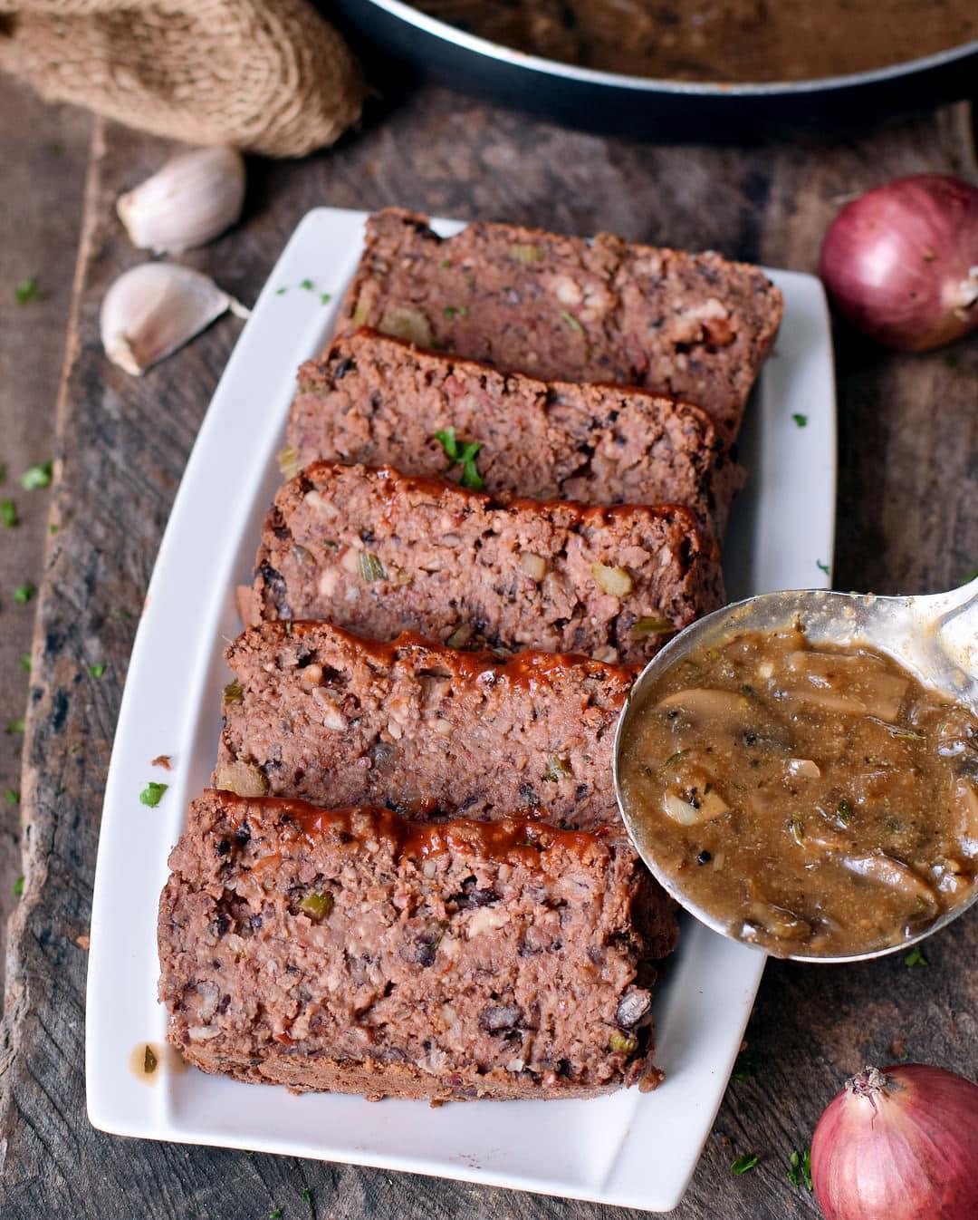 Vegan meatloaf with mushroom sauce (gravy)