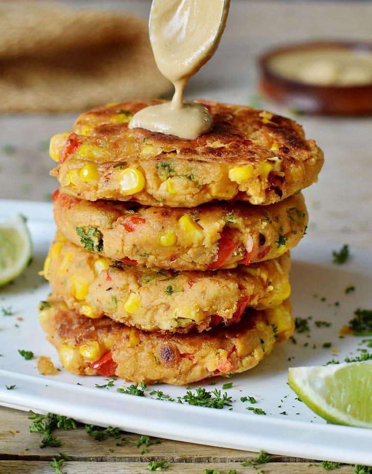 Einfache Gemüsebratlinge mit Mais und Paprika vegan glutenfrei gesundes Rezept