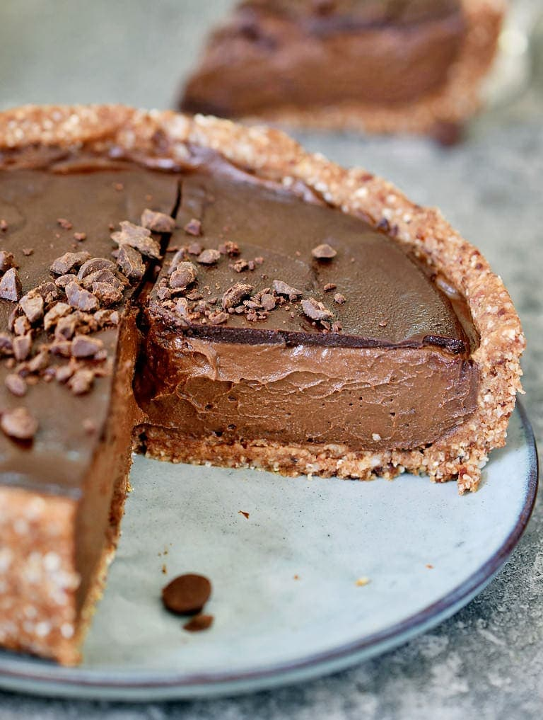 The best creamy vegan chocolate pie made with avocado