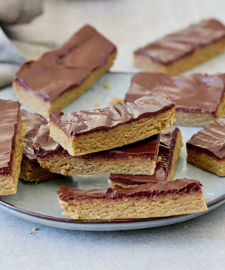 easy candy bars with blondie layer